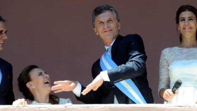 Macri baila en el balcon de la Casa Rosada.
